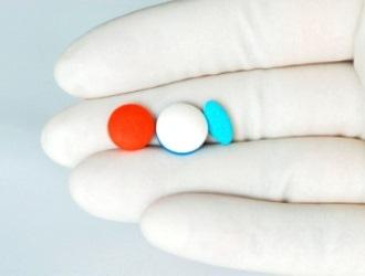 Период грудного вскармливания и первый триместр беременности относятся к числу абсолютных противопоказаний для назначения препарата.