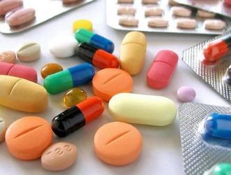 При лечении СРК принимаются лекарства разных групп. Выбор средства зависит от симптомов.