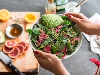 Строгой диеты необходимо придерживаться в острый период заболевания. После стихания основных симптомов и в период ремиссии при хроническом колите диета расширяется.
