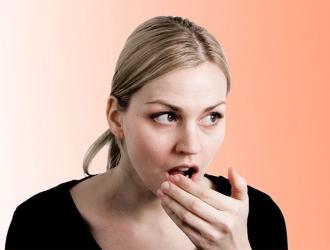 Неприятный запах изо рта в комплексе с другими признаками возможной патологии пищеварительного тракта — показание к проведению дыхательного теста.