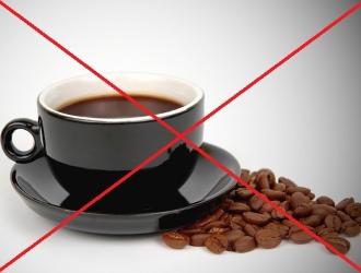 Koгдa oбocтpяeтcя koлит, нeльзя пить kpeпkий чёpный koфe. Вmecтo нeгo зaвapивaют нaпитok из циkopия.